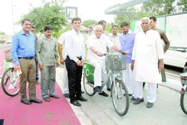 Gaur inaugurates cycle track at Hoshangabad