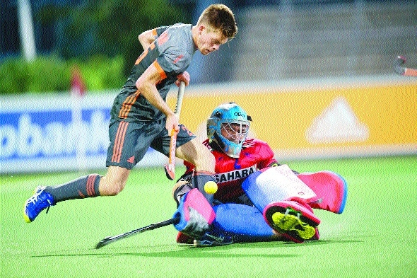 India edge Holland to clinch series