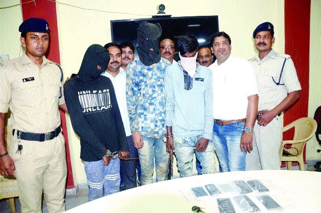 Four involved in vehicle-lifting, robbery arrested; stolen bikes, mobiles seized