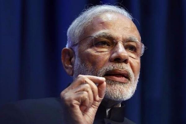 Modi asks bureaucrats to take speedy decisions