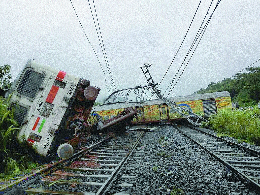 A jerk, a tilt and toppled coach Passengers recount Duronto derailment horror