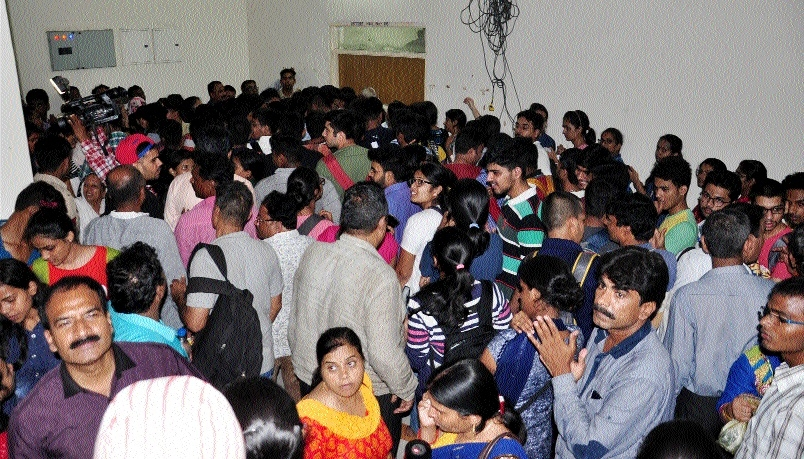 Med admission: 1100 entries against 124 seats