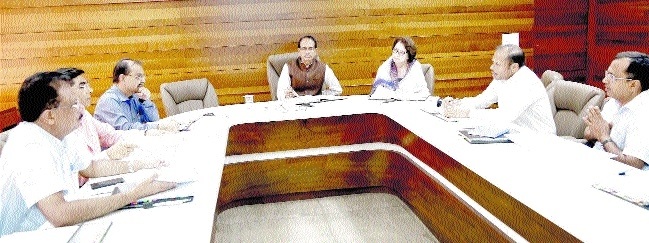 Expedite drinking water, sewage projects: CM