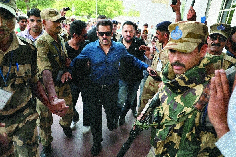 Salman appears in Jodhpur court in Arms Act case