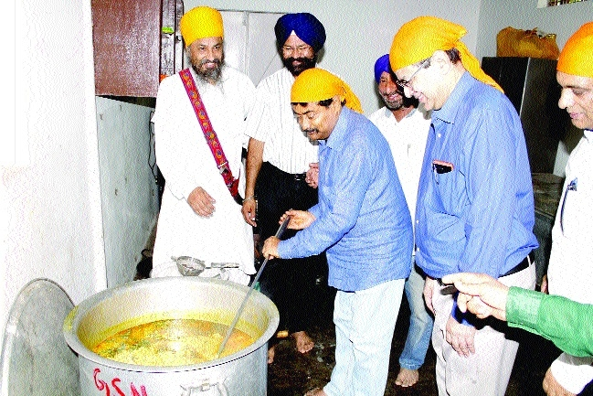 Joshi inaugurates 'Khichdi Seva' at AIIMS