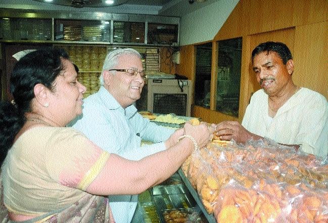 City markets decked-up for Raksha Bandhan
