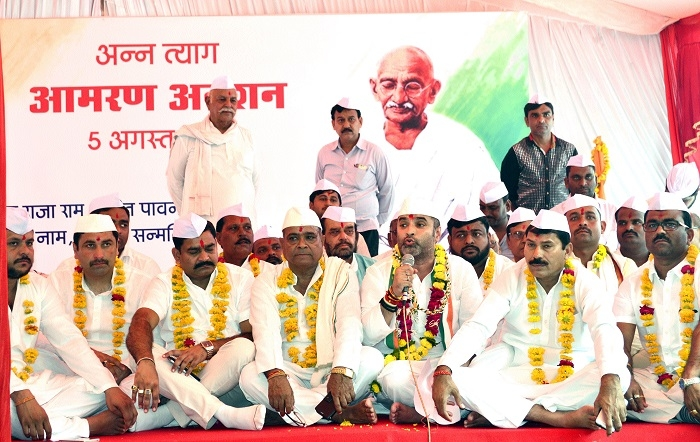State Govt duped farmers: Awasthi