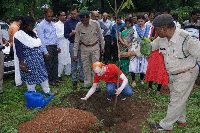 Judges plant saplings to mark Friendship Day