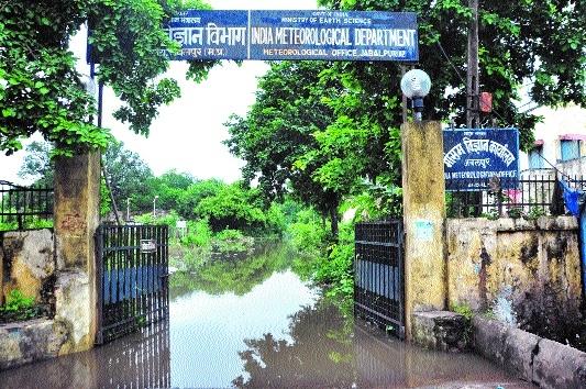 Heavy rain causes waterlogging in city