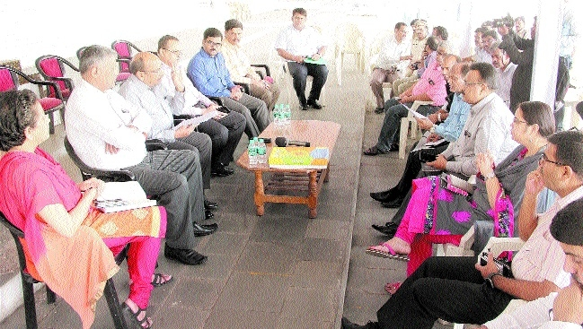 Divl Commr reviews preparations for Independence Day programme