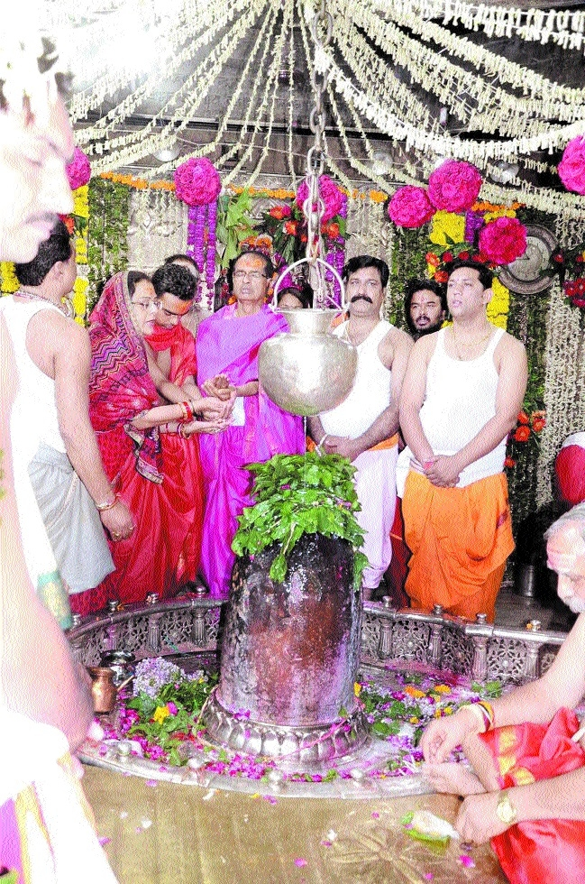 CM performs abhishek and pooja-archana of Lord Mahakaal
