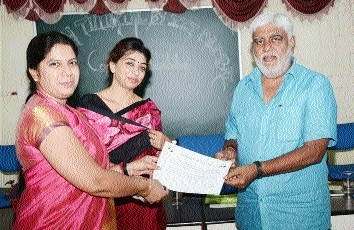 Award function held at Swaroopanand Mahavidyalaya