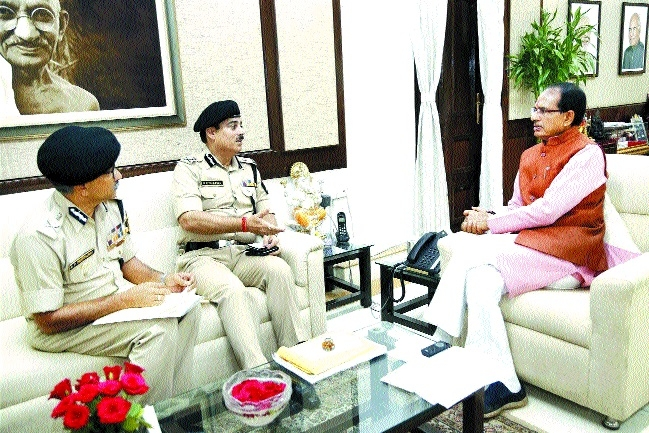 BSF Director General Sharma meets CM