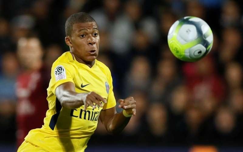 Mbappe strikes as PSG beat 10-man Metz