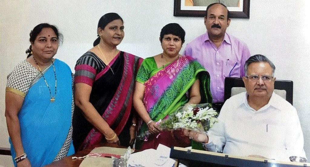 Kavita Wasnik, senior artists meet Chief Minister