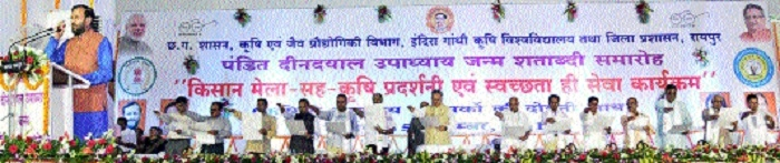 Minister Javadekar administers oath on 'Cleanliness is service'