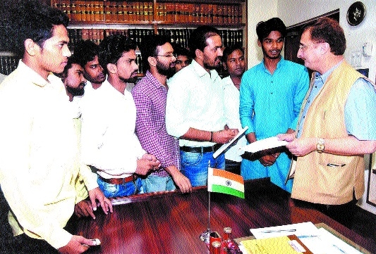 NSUI members demand to start students union elections in colleges