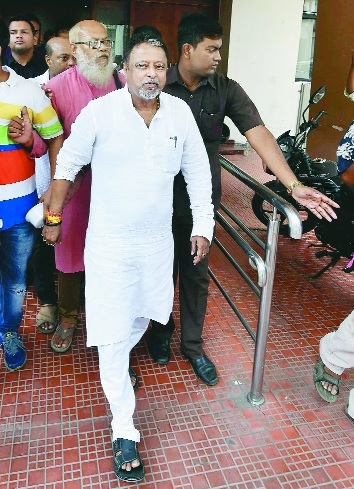 Mukul Roy to resign from TMC, party suspends him