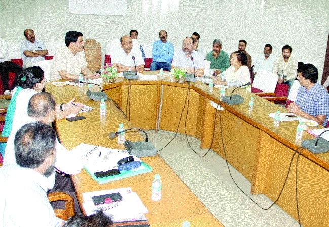 Do widespread publicity of welfare schemes of Labour Deptt: Srivastava