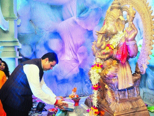 CM visits Ganeshotsav mandals in city