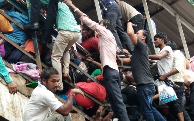 22 people killed in Mumbai stampede