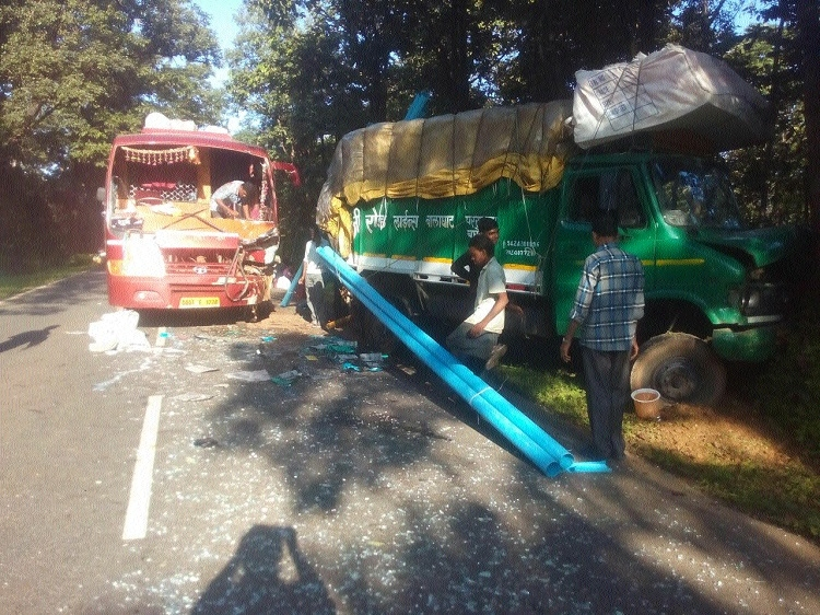 25 injured as speeding bus rams into stationary matador