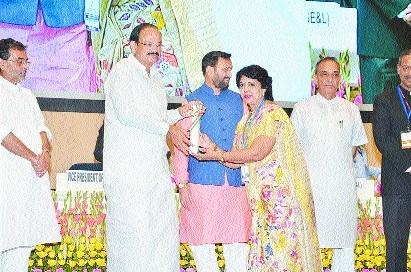 Dr Meenal Sangole from city gets National Teacher Award