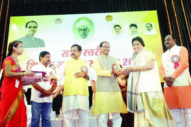 CM announces third timescale pay to teachers on 30 years of service
