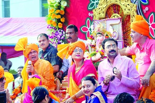 CM immerses Ganesh idol at Prempura Ghat