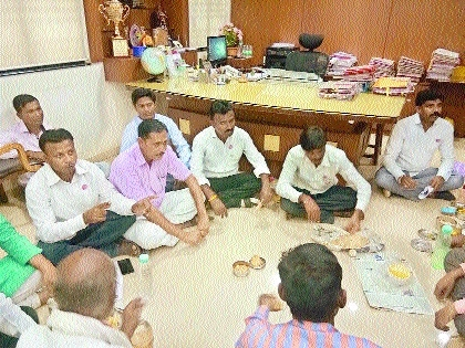 Farmers from Amravati Distt agitate at office of VIDC Executive Director