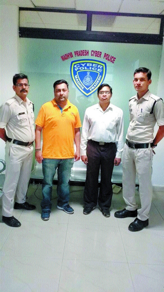 2 held for duping tourists thru fake forest website