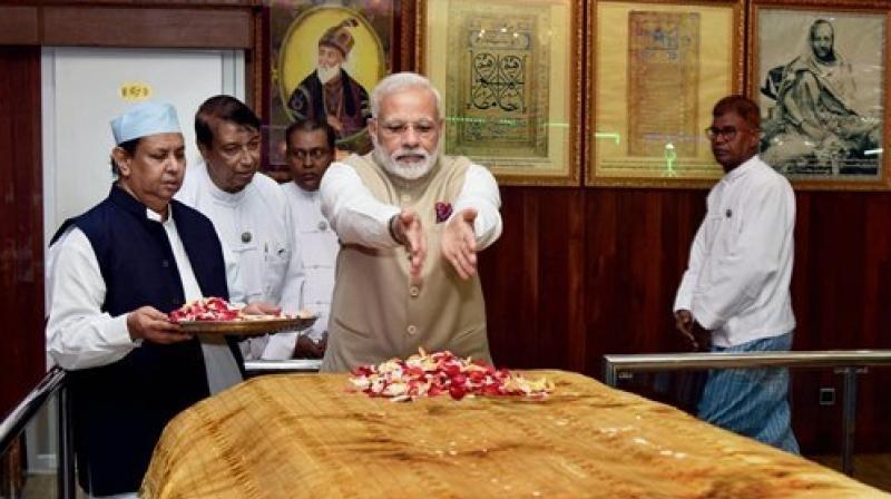 PM visits Bahadur Shah Zafar's mazar