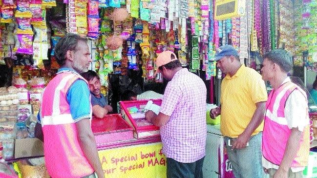 Swachhata Express reaches Laxmi Talkies area