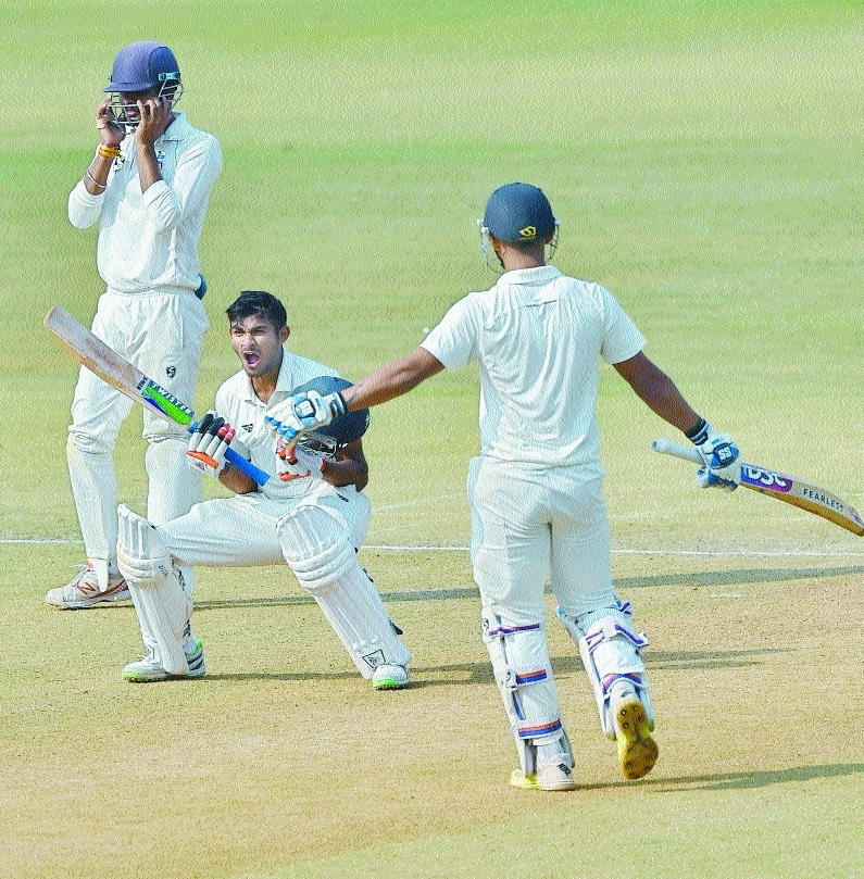 Vid have one hand on Ranji Trophy