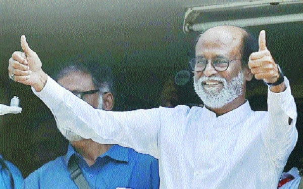 Thalaiva's thumbs up to political debut