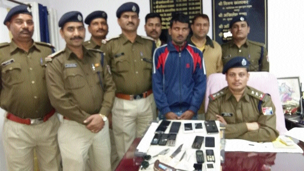 RPF nabs thief, 14 stolen mobile handsets worth Rs 73,850 seized