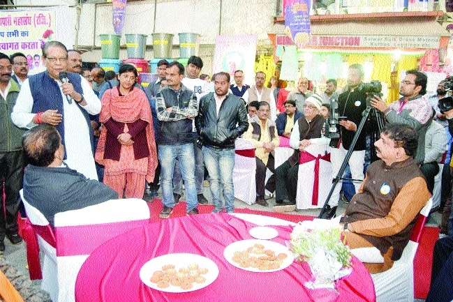 Mayor, Minister Gupta interact with traders in Chai Pe Charcha
