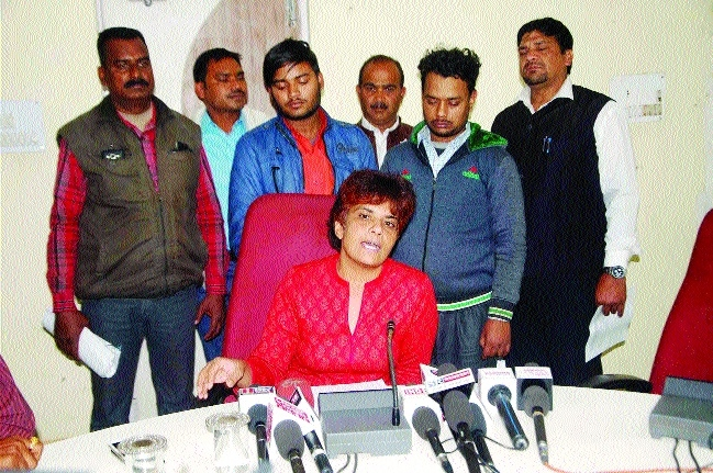 Cousins held from Bihar for duping people