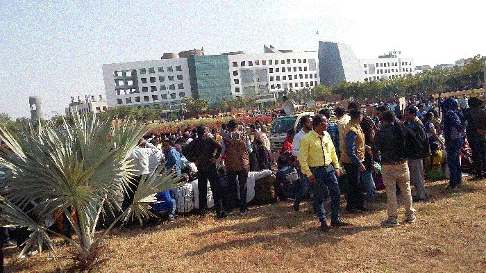 Govt staffers gherao Mahanadi Bhavan for wage revision