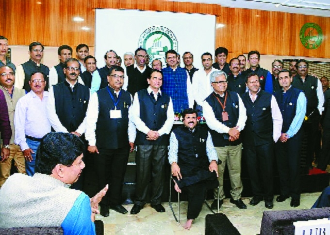 CM Devendra Fadnavis assures to solve problems of industries