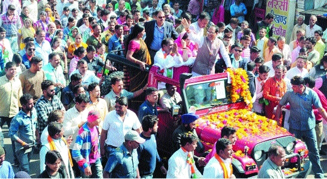 CM holds roadshow in Dhar