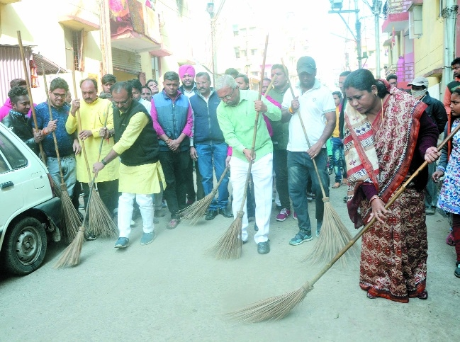 BJP launches cleanliness campaign on New Year