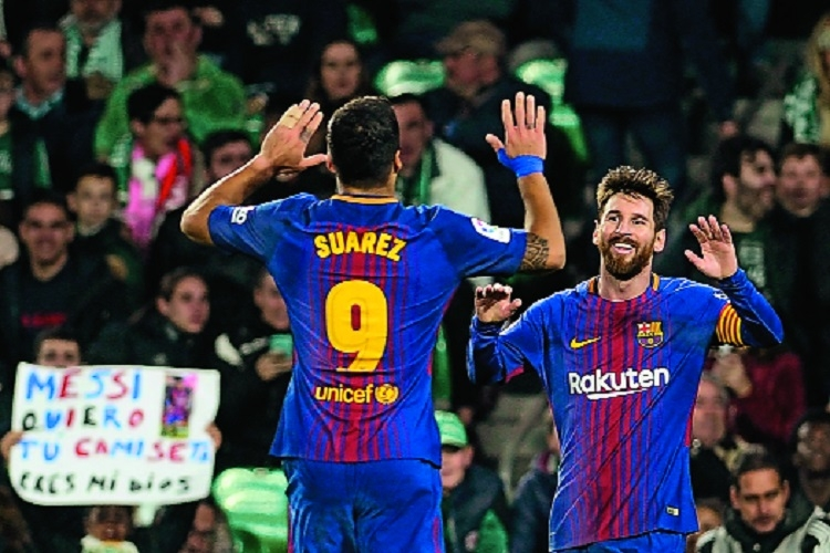 Messi, Suarez score twice as Barca extend league lead