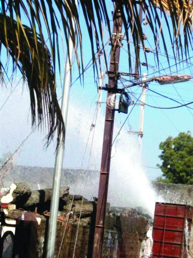 Leakage in water tank triggers panic in Kolar
