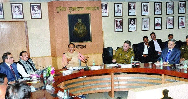 Start communication campaign between society, police: CM