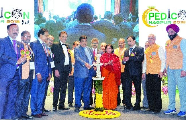 Nitin Gadkari administers a tough socio-triple vaccine to doctors