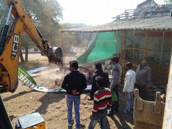 JMC removes many encroachments hindering traffic movement