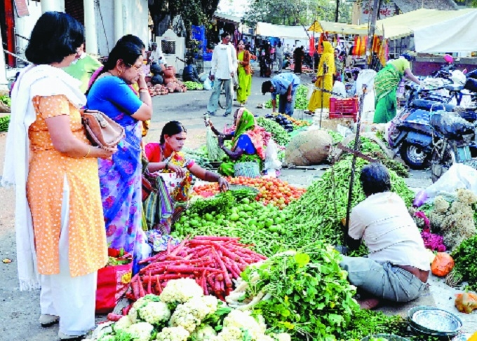 Surplus supply of vegetables brings down wholesale prices