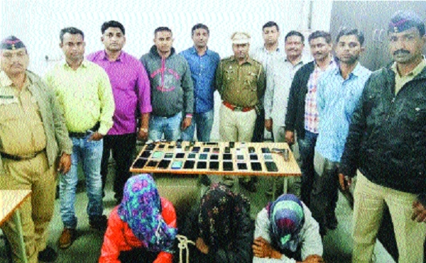 Cops nab 3 youths, recover 37 stolen cellphones