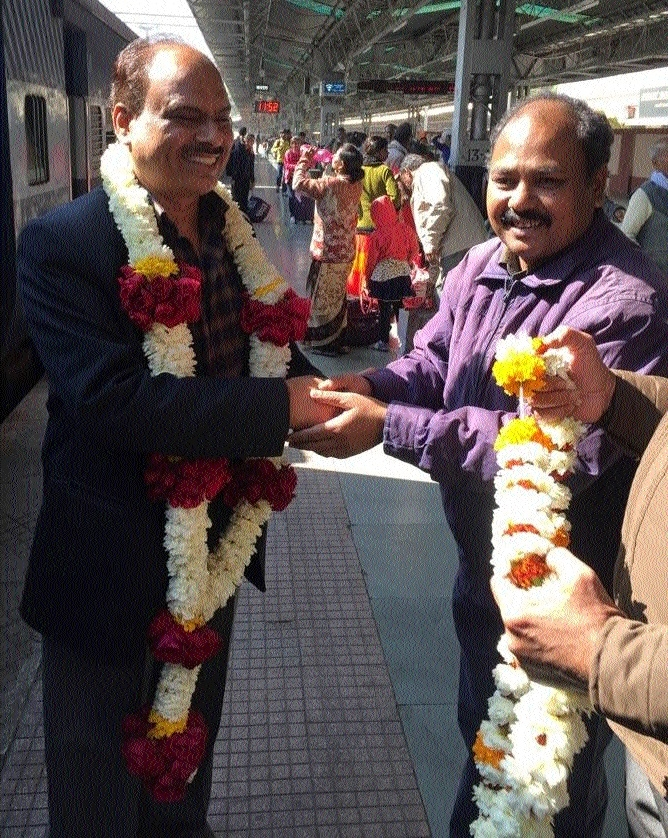 GIF's new GM accorded warm welcome at Jabalpur station